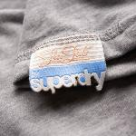 Superdry - Tee Shirt femme Superdry modèle Speed Tee gris