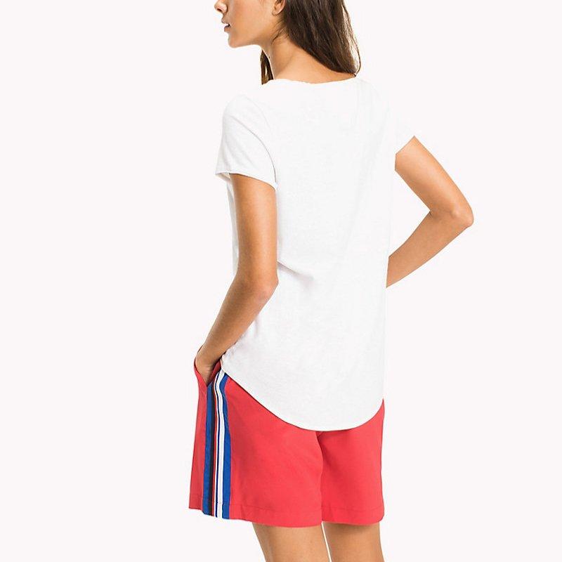 tee shirt femme en coton blanc tommy hilfiger jeans. Black Bedroom Furniture Sets. Home Design Ideas