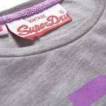 Superdry - Tee Shirt femme Superdry modèle New Angels gris