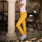 Jean Freeman T Porter  Alexa Slim Magic Color jaune pour femme