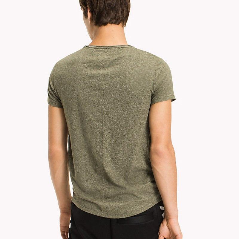 tee shirt tommy hilfiger jeans homme en coton kaki chin. Black Bedroom Furniture Sets. Home Design Ideas